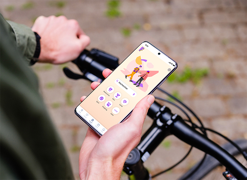 mockuuups-holding-bike-in-one-hand-with-samsung-s20-mockup-in-the-other